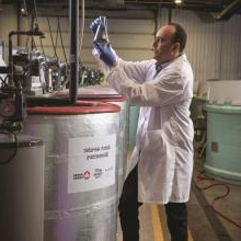 Dr. Zied Khiari, research scientiST at Lethbridge College works with a bioreactor in 日e Aquaculture Centre of Excellence.